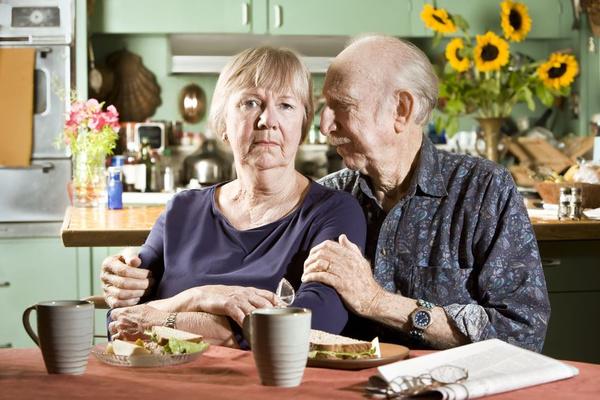 A betegség alapvetően a 65 évnél idősebb embereket érinti, de ezt nem szabad összekeverni a normális öregedési folyamattal.