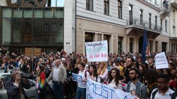 CEU: ha megszavazzák a törvényt, délután újabb tüntetés lesz