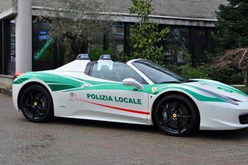 Maffia-Ferrarit használnak a rendőrök