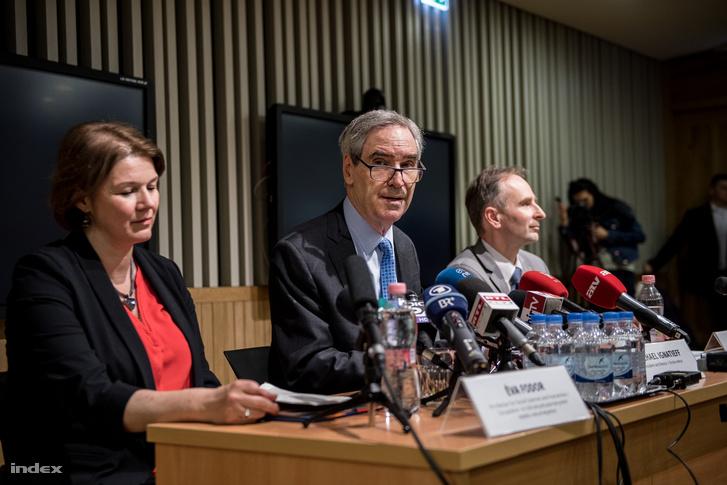 Michael Ignatieff a CEU-törvény bejelentését követő sajtótájékoztatón, március 29-én.