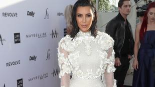 Kim Kardashian újra felvette az esküvői ruháját