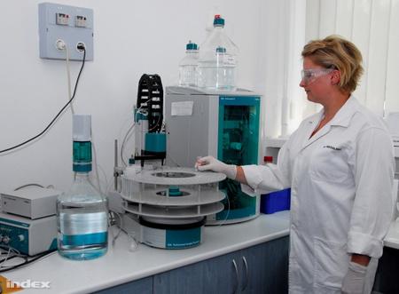 Vizsgálat a WESSLING laboratóriumában