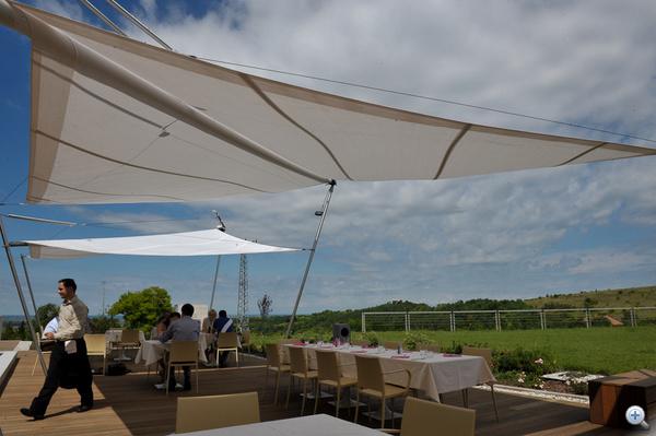 Kortárs étterem sky barral