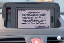 Olvasta már ezt magyarul tudó ember a TomTomnál? Eláruljam, miről szól? Arról, hogy a navi utasításait ne kövessük, ha azok ellentétes a KRESZ szabályaival