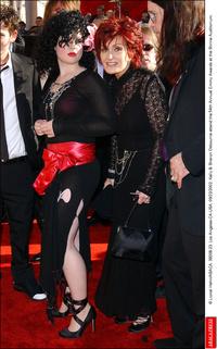 Kelly és Sharon Osbourne a 2002-es Emmy díjátadón