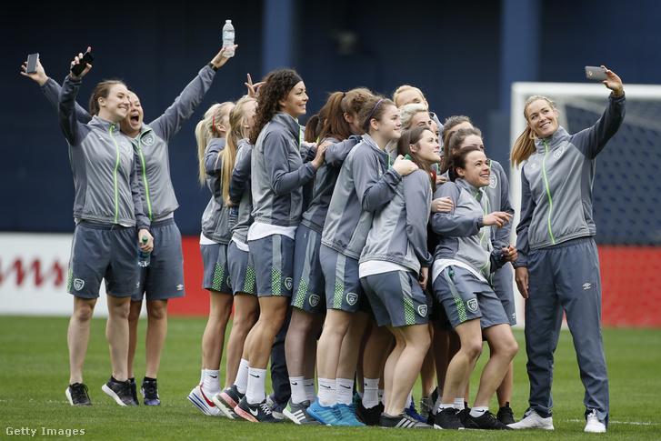 Az ír női futball válogatott amerikai turnéjuk során