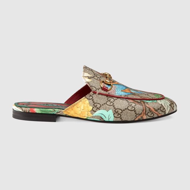 2015-ben hozta divatba a Gucci a papucscipőt, azóta töretlen a népszerűsége a világ nagyvárosaiban