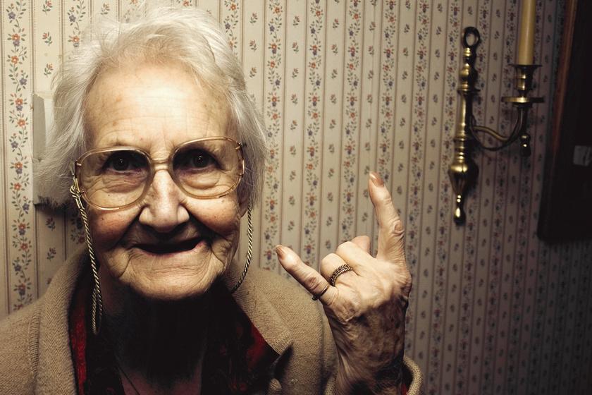 Vicces fotókon a nagyszülők, akik 70 felett próbáltak ki új dolgokat - A reakciójuk fergeteges