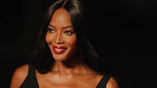 Naomi Campbell még a fotósok elől is látványosan bújik el