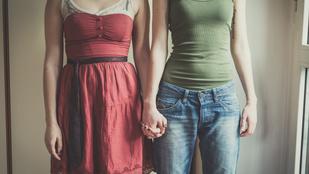 Egy 38 éves nő fojtogatással próbálta rábírni barátnőjét, hogy szeresse