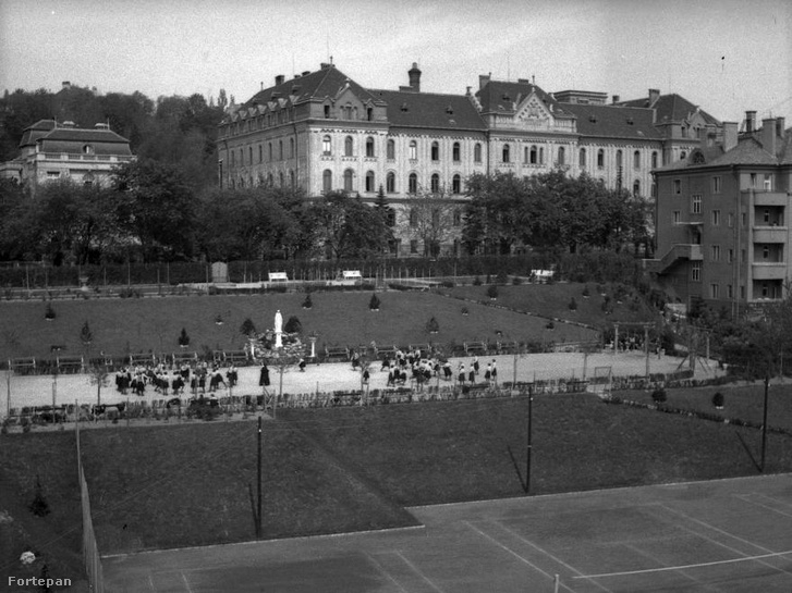 Az Eötvös Collegium Ménesi úti épülete 1940-ben