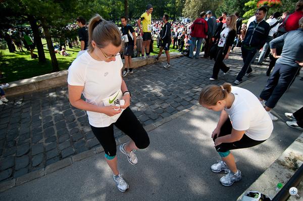 Díványos futóink melegítenek a rajt előtt
