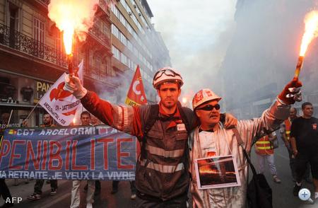 Vasipari munkások tüntetnek Marseilleben