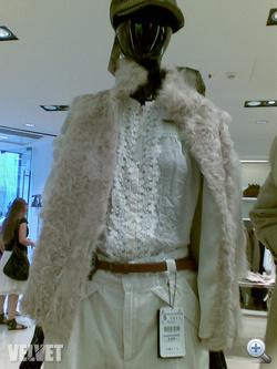 Zara: szőr- és tollkabátok 19.995 forintért kaphatók.