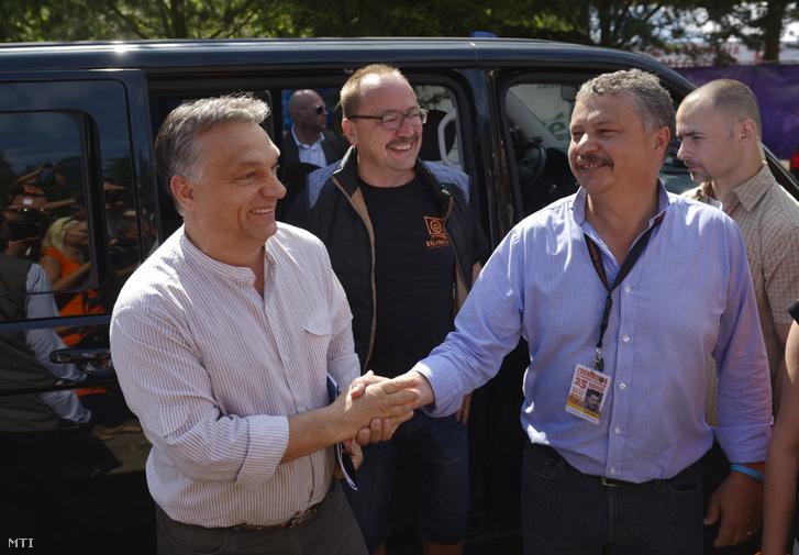 Orbán Viktor Tusnádfürdőn a település polgármesterével 2014-ben