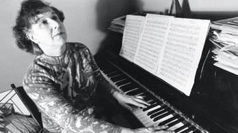 Halott zeneszerzőktől kapott zeneműveket egy londoni háziasszony