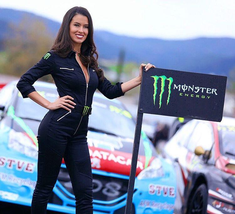 A gyorsaságimotoros-világbajnokság futamain pedig a Monster energiaitalt promózza
