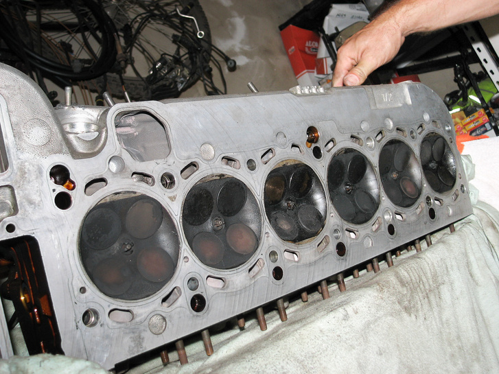 A nagyon komoly turbósítás része a motor megbontása
