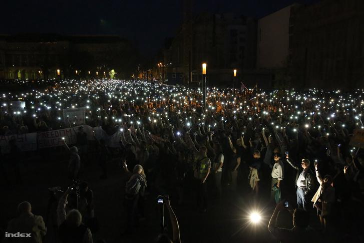 A CEU-ért tüntetők április 2-án