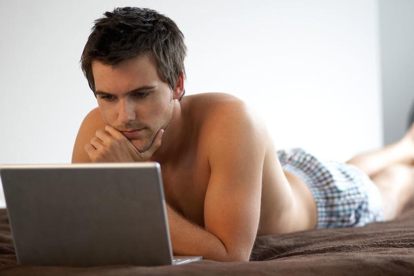 Minden férfi néz pornót egy kapcsolatban, de ha ennél többet, akkor boldogtalan