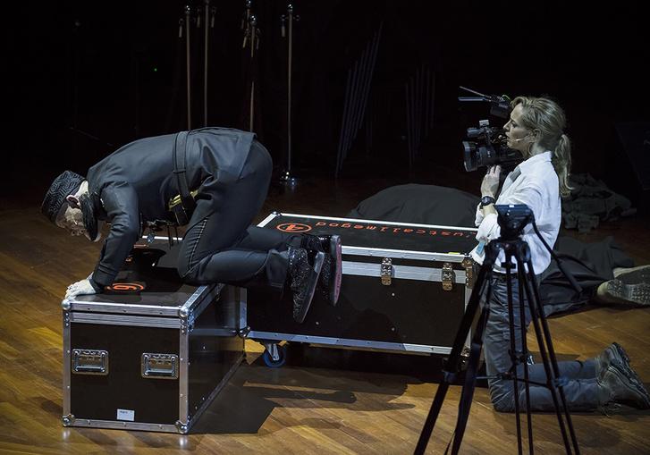 John Malkovich és Sophie von Kessel a Just Call Me God című előadásban