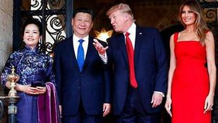1,5 milliós ruhában fogadta a kínai elnöki párt Melania Trump