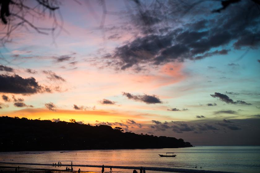 Ilyen romantikus egy naplemente Bali szigetén.