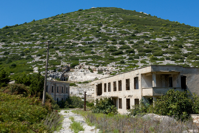 A Sazan-sziget elhagyatott állásai