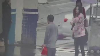 Húszméteres vágta után a rendőrök karjaiba rohant egy kínai rabló