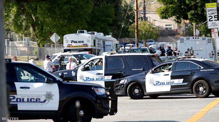 Rendőrök a lövöldözés helyszínén