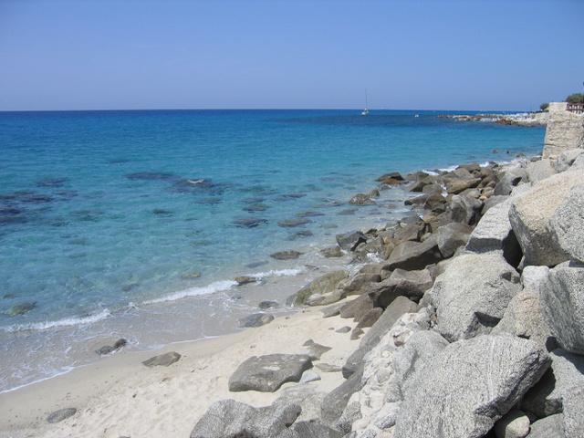Ilyen kristálytiszta vízben fürödhetünk Calabriában