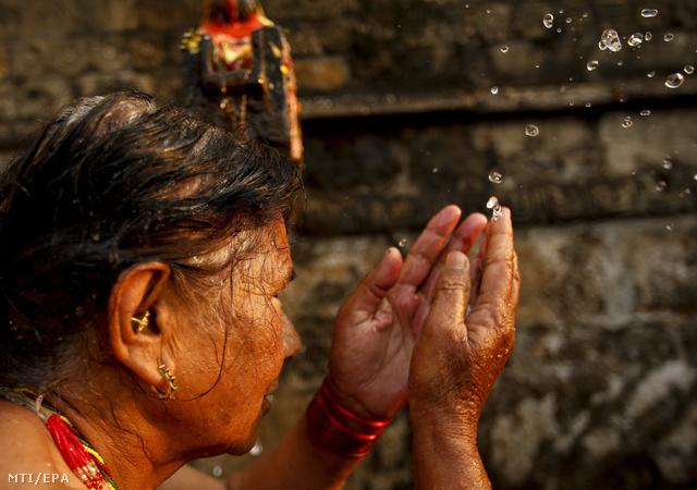 Fontos mozzanat, hogy a hajat is meg kell mosni az ünnep során