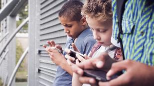 A gyerekek napi egy óra Facebookozástól boldogtalanabbak lesznek