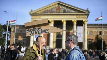 Ismét megtelt az Oktogon a tüntetőkkel