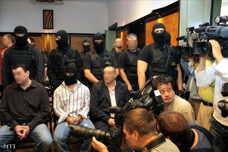 Vádlottak a Cozma-ügy tárgyalásán a Veszprém Megyei Bíróságon