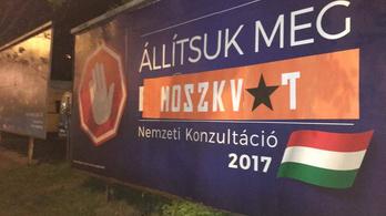 Országszerte meghekkelte a kormány plakátjait a Momentum