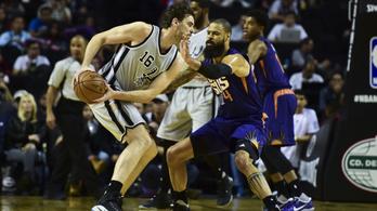 Felejtse el Curry-t, egy center az NBA triplakirálya