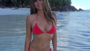 Elizabeth Hurley bikinis teste 51 évesen is lenyűgöző