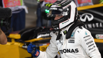 Mercedes-pole, mégis váratlan ember az első kockán Bahreinben