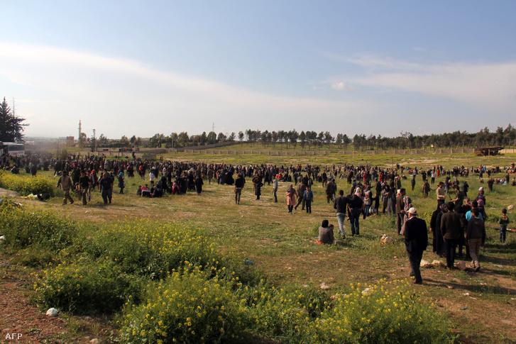 A merénylet helyszínéről a környező mezőre terelték a buszokkal evakuált civileket