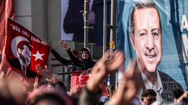 Erdoğan a teljhatalomért szervezett népszavazást