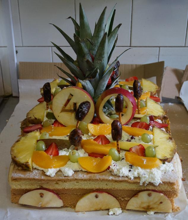 Liesel gyümölcsös túrós tortája