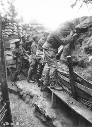 A német 11. tartalékos huszárezred katonái Franciaországban kialakított lövészárokban