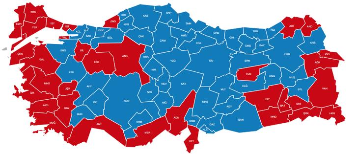 A törökországi megoszlás. A kék a mellette, a piros az ellene.