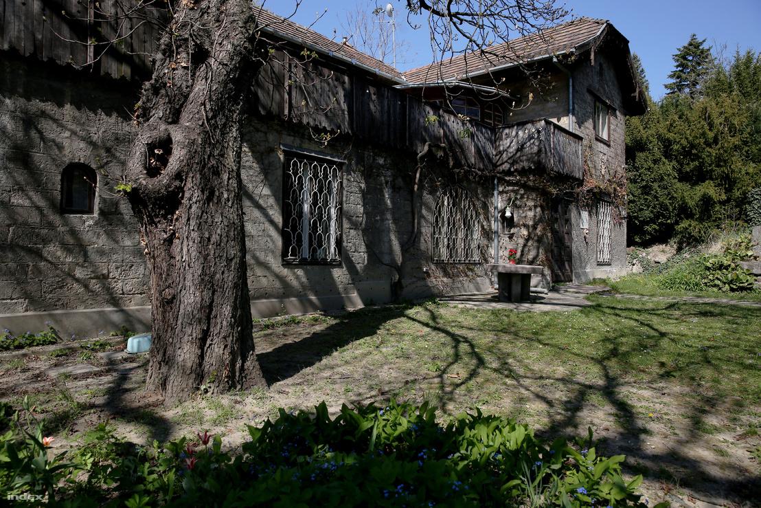 Medgyaszay István saját háza a Ménesi úton, ma az építész unokájának családja lakik itt.