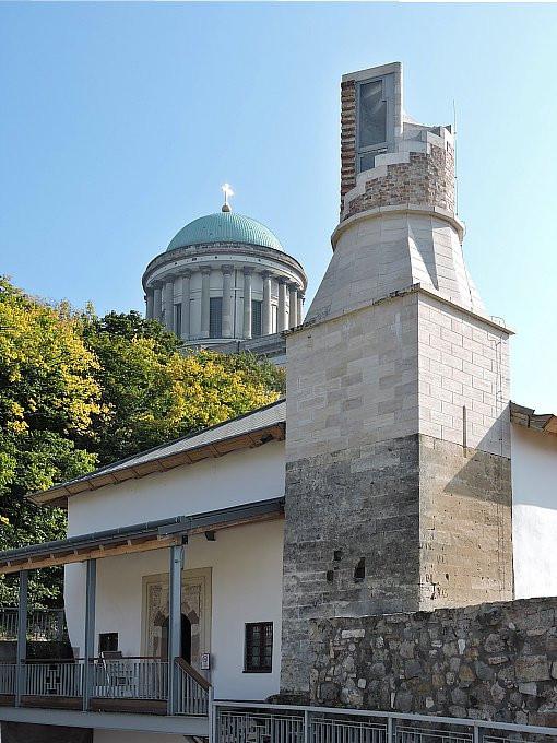 A Bazilika árnyékában megbúvó dzsámi