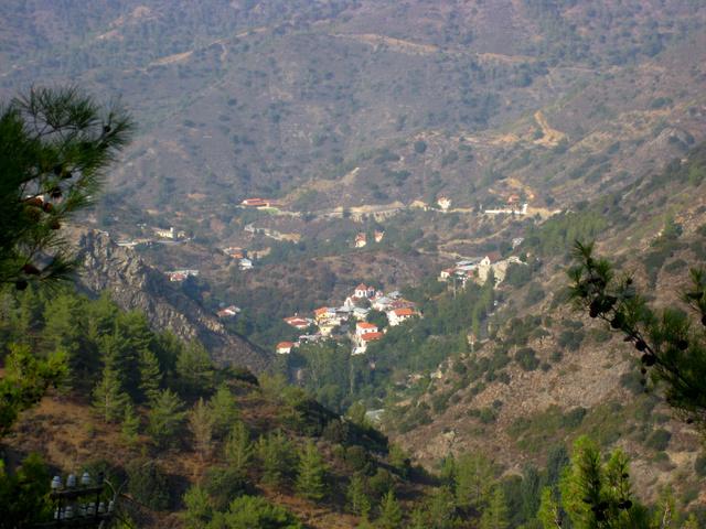 A ciprusi hegyek közt egészen kicsi falvakat találunk, néhány száz lakossal