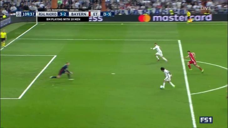 Ronaldo harmadik gólja, szintén lesről - a térdének és a vállának kellene egyvonalban lennie a labdával. De nézzék, hol van a partjelző!