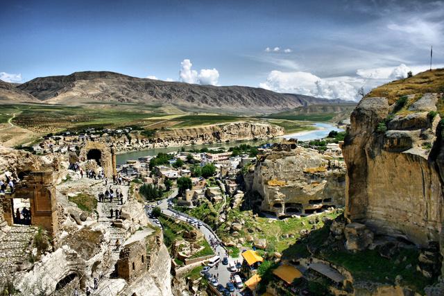 Hasankeyf legmagasabb pontjáról, a várról nézve, amely várhatóan megmenekül
