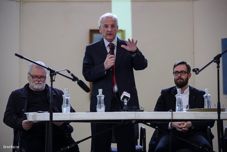 Sólyom László volt államfő az Eötvös Csoport felsőoktatásról szóló vitaestjén